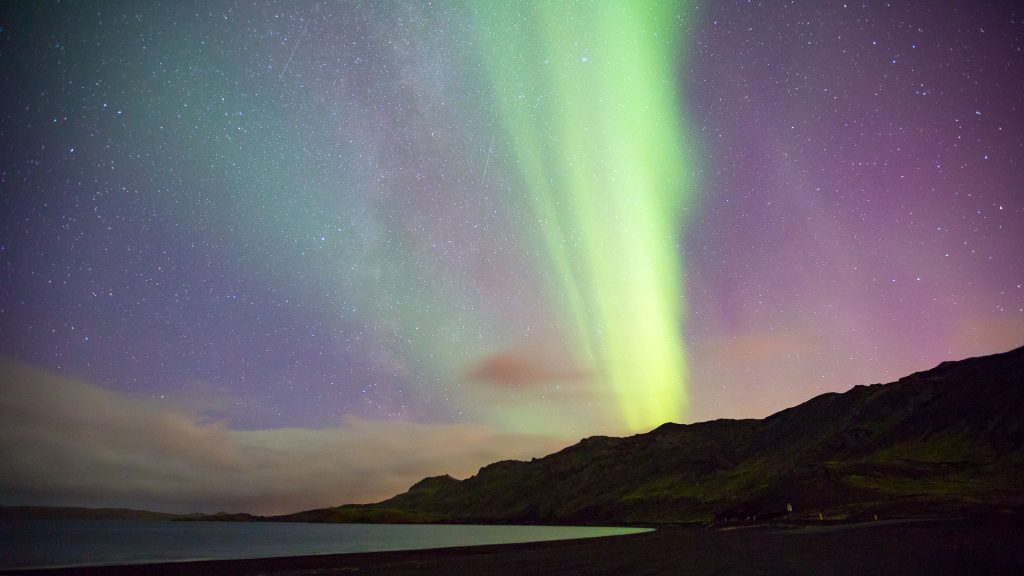 when can you see the northern lights in iceland